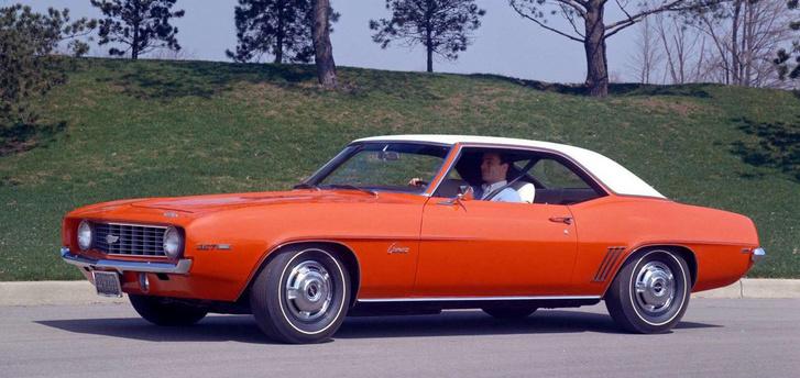 A tengerentúlon mindig lelkesedtek a V8-as motorokért, és nem csak a sportautókba építették be. Bár ez épp egy Chevy Camaro SS 1969-ből...