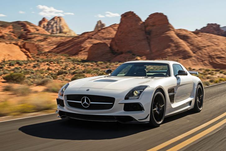 Térforgattyús a Mercedes SLS AMG szívó V8-asának főtengelye, de a motor elöl, váltó hátul elrendezés miatt trükkös kialakítású