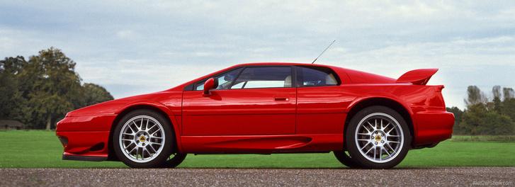 Sportautó lévén síkforgattyús főtengelyt építettek be a Lotus Esprit V8-asába is