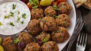 Még mindig darált húsos receptek: a mediterrán húsgolyók csípős tzatzikivel a legfinomabbak