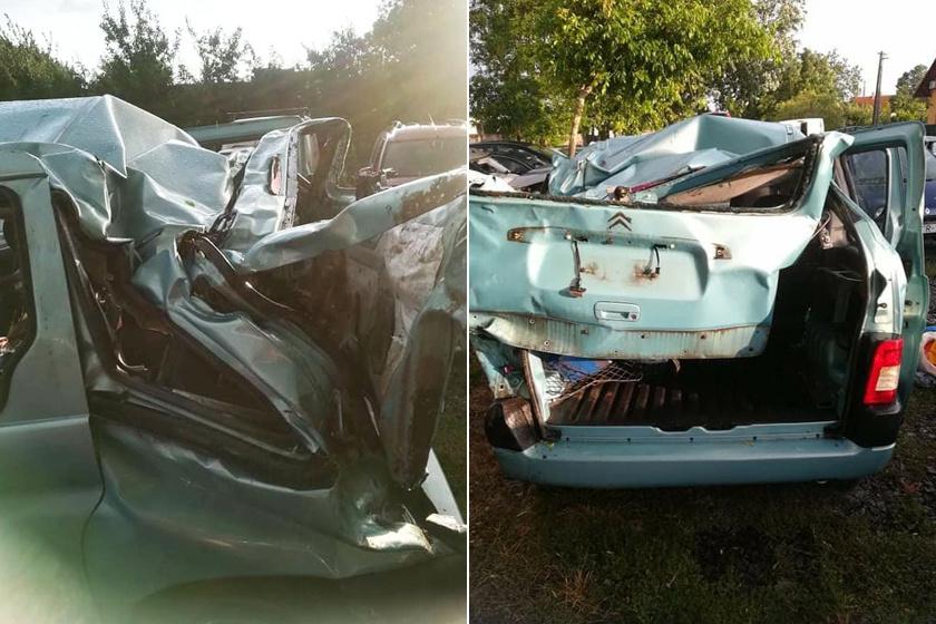 Az autó teljesen összeroncsolódott, csoda, hogy sértetlenül túlélték a balesetet.