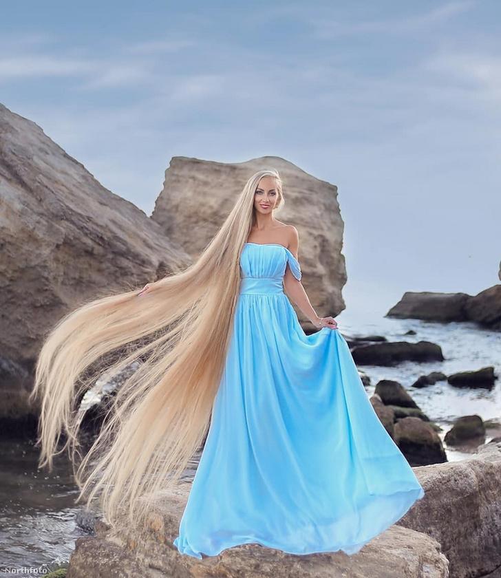 A 35 éves ukrán nő Rapunzelként, azaz Aranyhajként jellemzi magát az Instagramon, ahol rendszeresen oszt meg fotót arról, hogy éppen mekkora a haja