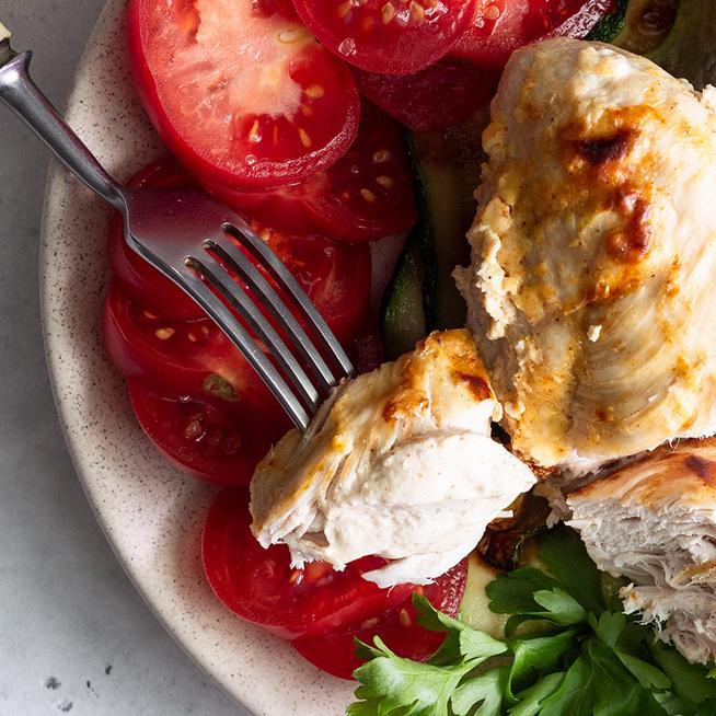 Fokhagymás tejben pácolt csirkemell: a pirosra sütött húst az olvadt sajt koronázza meg