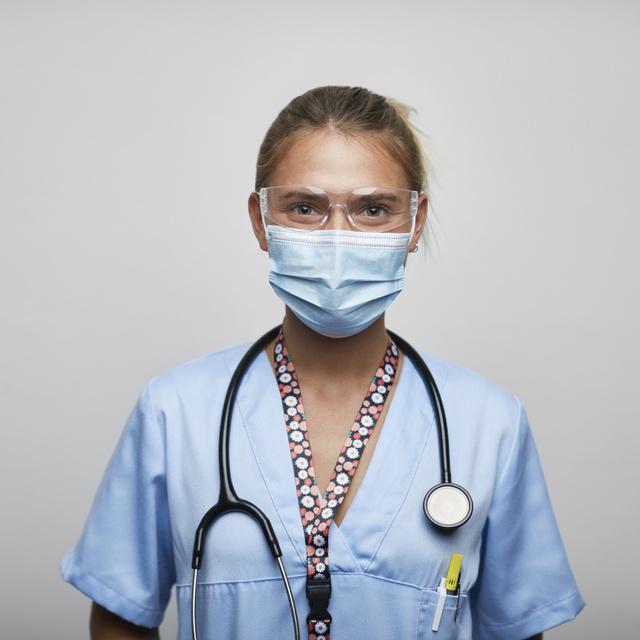 A járvány idején is hősiesen helytálló nőket díjazzák: bárkit lehet jelölni az elismerésre