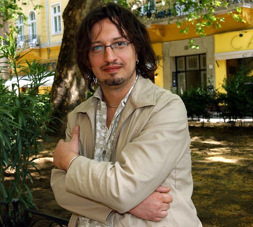 Csernus Imre, az Országos Pszichiátriai és Neurológiai Intézet pszichiátereként, a MAGADÉRT Drogmentességet Védő Alapítvány vezetőjeként 2004 májusában.