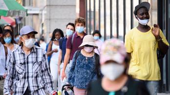 Az USA-ban két oltás után el lehet dobni a maszkot