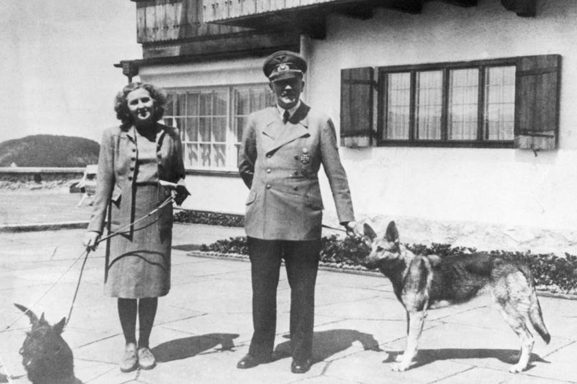 Eva Braun és Hitler a Führer kutyáival.
