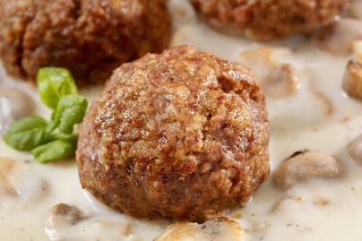 Szaftos húsgolyók krémes, tejszínes gombaszószban: laktató, mennyei ebéd