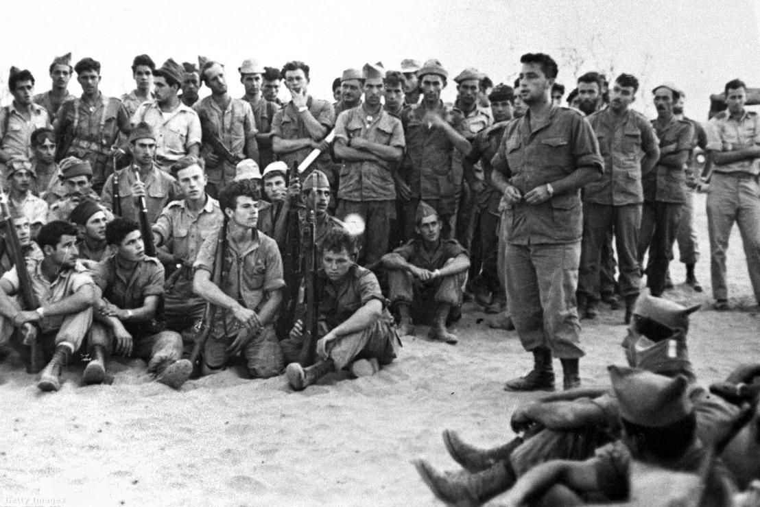 Ariel Sharon 1955-ben a 101-es egység tagjaival