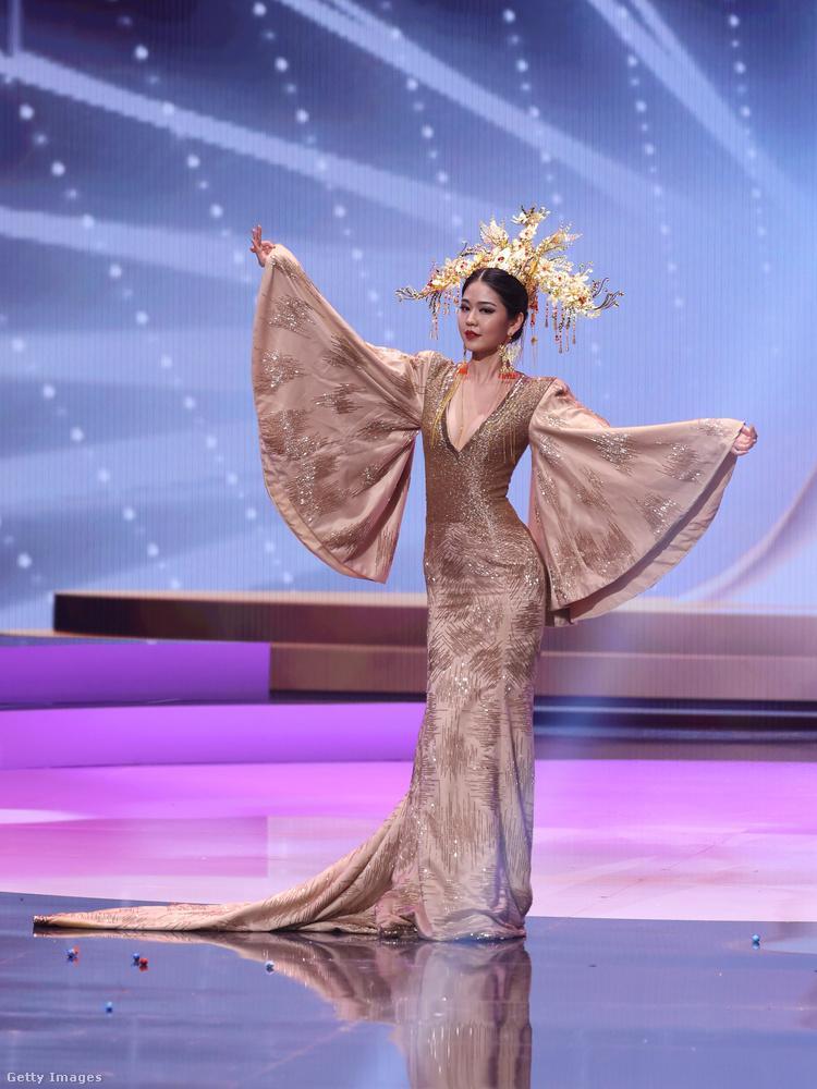 Május 13-án tartották a Miss Universe világverseny egyik rendezvényét, amelyen az egyes országok versenyzői hazájukra jellemzően megkomponált öltözetekben vonultak fel