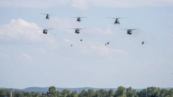 Amerikai ejtőernyős katonákat ért balesetet a Bakonyban