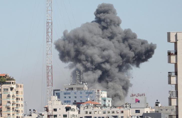 Légicsapás Gáza városában 2021 május 15-én