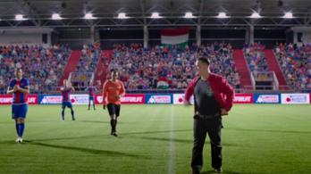 Jön a focis vígjáték
