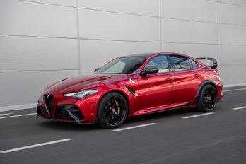 Az Alfa Romeóból is villanyautó-márka lesz