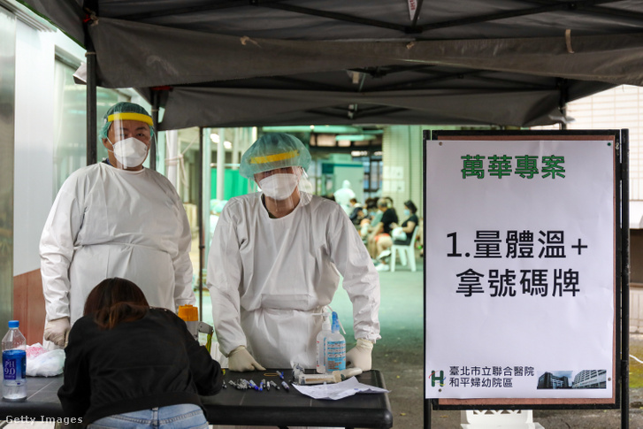 Orvosi személyzet Tajpej egyik kórházában, Tajvanban