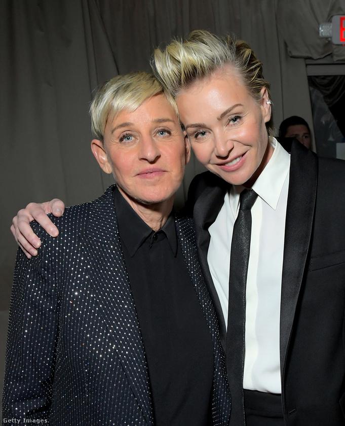 Ellen DeGeneres volt egyébként az első nyíltan leszbikus híresség Hollywoodban, két évtizeddel ezelőtt vállalta fel a másságát Oprah Winfrey tévéműsorában