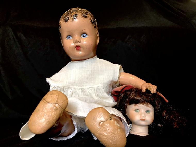 Az oregoni szerelmesek elárulták, hogy sok játék azért kerül kidobásra, mert a tulajdonosokban rossz emlékeket idéznek