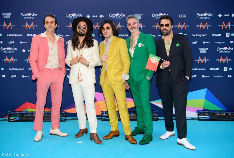 Szintén színesbe öltöztek a The Black Mamba nevű együttes tagjai