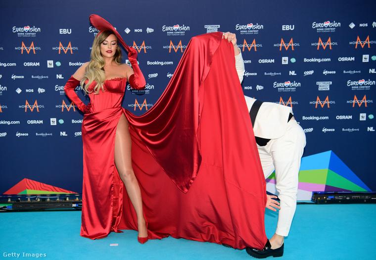 Megkezdődött az Eurovíziós Dalfesztivál hete, vasárnap este türkizkék színű vörösszőnyegen vonultak be a televíziózás történelmébe az első covid utáni slágerverseny szereplői