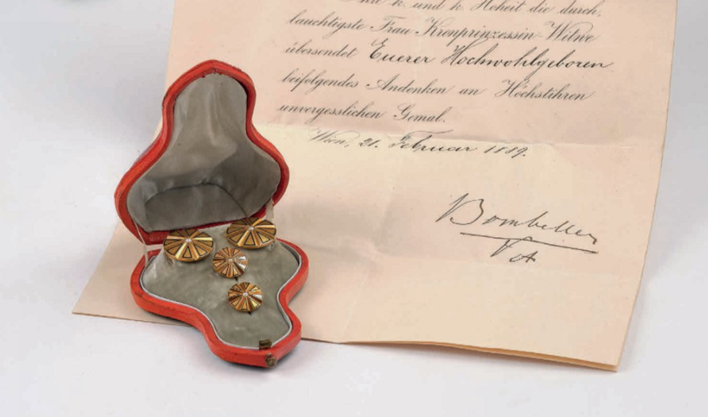 Rudolf trónörökos mandzsettagombja díszdobozban is a leüthető tételek egyike
