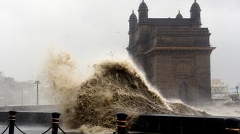 Félelmetes ciklon pusztít Indiában