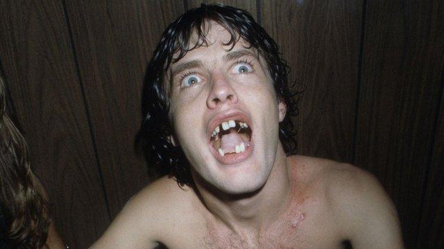 """Gene Simmons: """"Angusnak konkrétan hiányoztak a fogai"""""""
