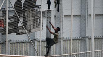 Diplomácia nézeteltérés miatt engedik be a bevándorlókat Spanyolország területére