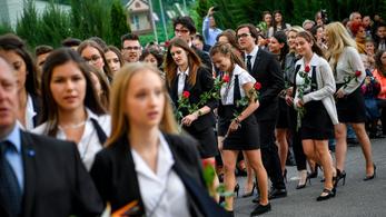 A kormány felmentést adott, szervezhetnek ballagást az iskolák