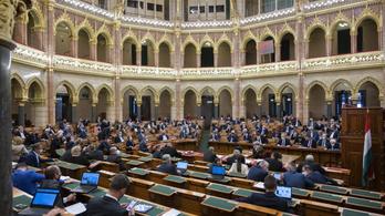 Ma szavaz a parlament a koronavírus-törvény meghosszabbításáról