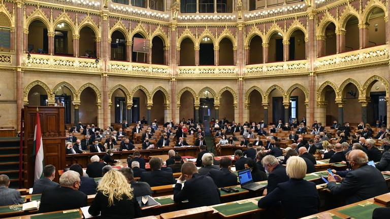Visszavonta a régi civil törvényt a kormány