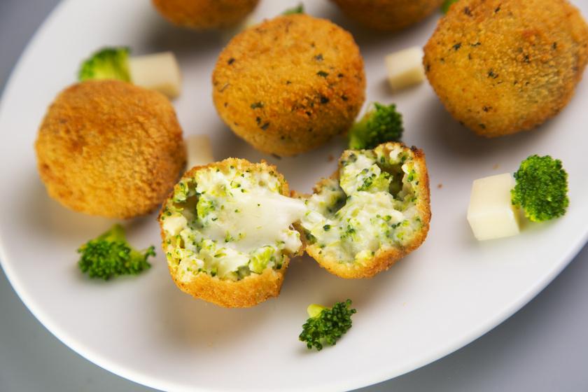 Nagyon sajtos brokkoligolyók ropogós bundában sütve: eteti magát, olyan finom