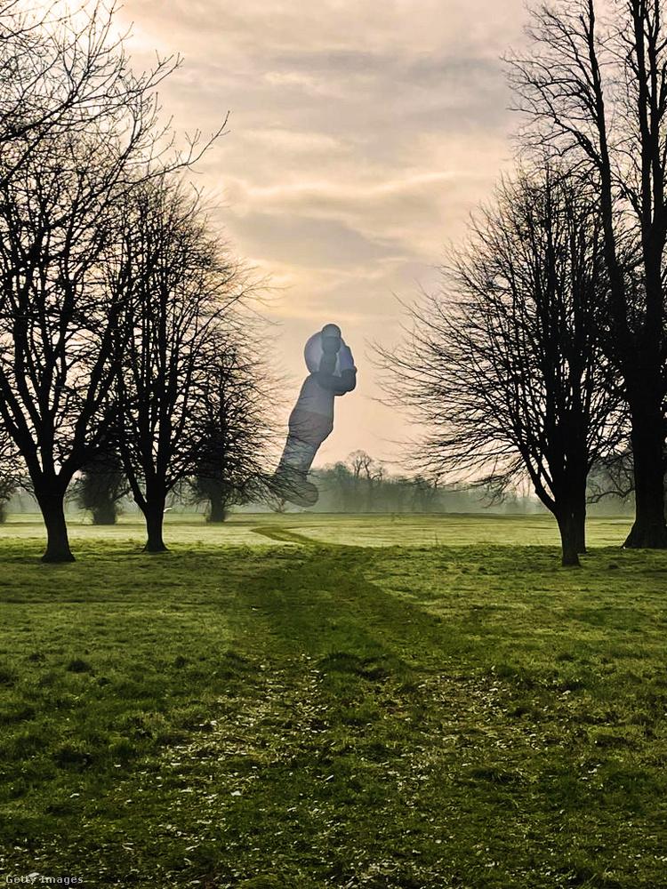A ballon amerikai kreátora KAWS néven ismert, de polgári neve Brian Donnelly
