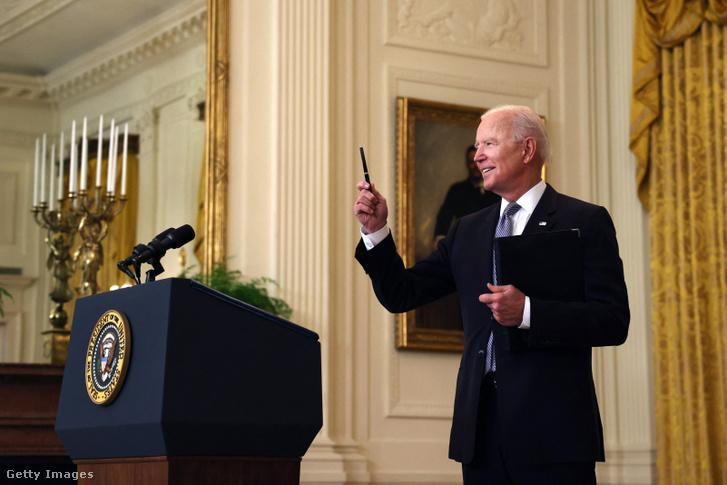 Joe Biden válaszol az Izrael és Hamász helyzetével kapcsolatos kérdésekre 2021. május 17-én Washingtonban