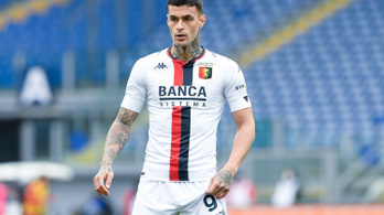 Vascsővel verte szét a Roma-vezetők autóit a korábbi játékos apja