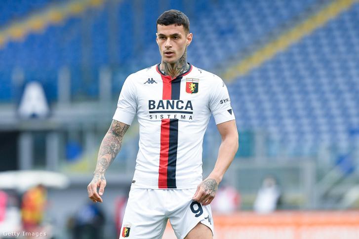 Gianluca Scamacca jelenleg a Genoában játszik kölcsönben