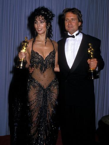 Cher és Michael Douglas a Academy Awards díjátadón 1988. április 11-én