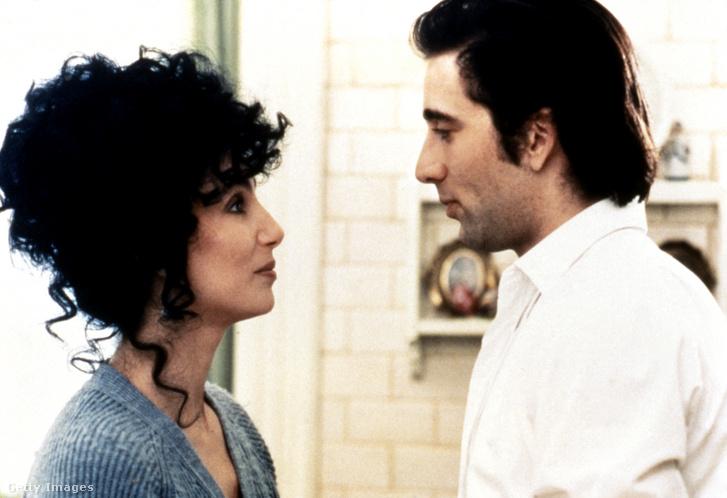 Cher és Nicolas Cage 1987-ben, a Holdkórosokban.