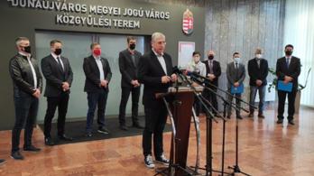 """""""Dunaújváros ostrom alatt"""" – a komplett ellenzék tiltakozik"""