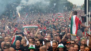 A Hősök teréről vonulnak a magyar szurkolók az Eb-meccsekre
