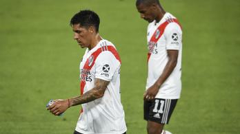 Középpályás véd a River Plate Libertadores Kupa meccsén