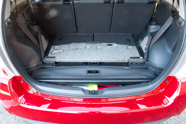 Sajnos a csomagtartó alatti rész elvész a 7 üléssel.