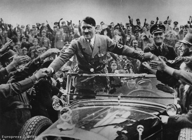 1933. Hitlert kancellárrá választják.