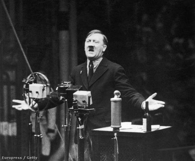 """Szenvedélyes szónok. Hitler az 1935-ös újévi beszéde közben. Ebben az évben jelentette be a nürbergi törvényeket, melyeket a """"német vér és német becsület védelméért"""" léptettek életbe szeptemberben."""