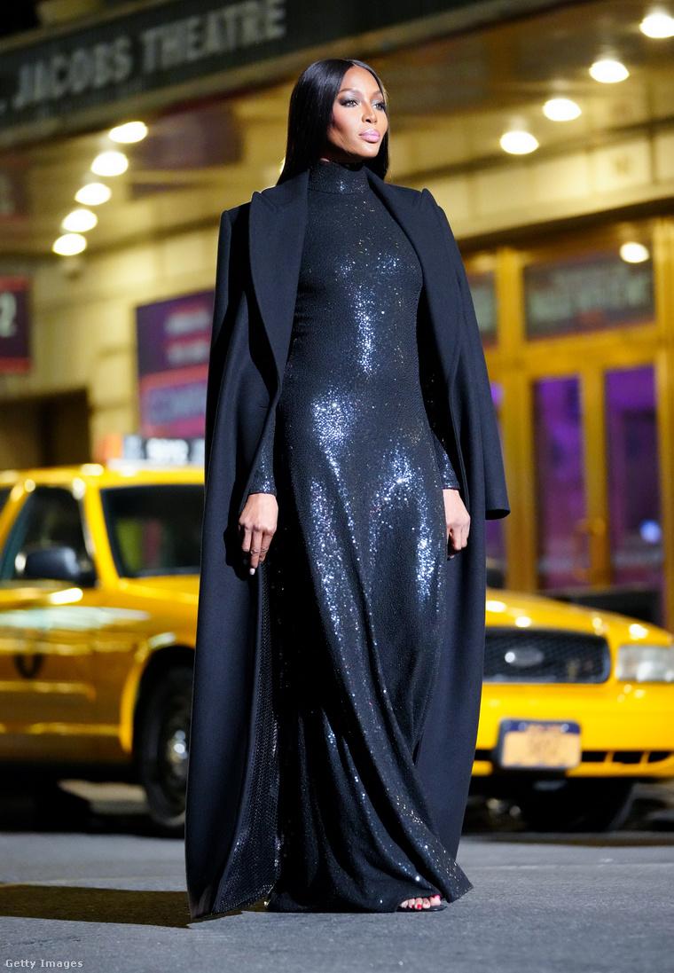 Naomi Campbell másfél hónappal azelőtt, hogy bejelentette, hogy gyereke született.