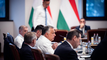 Orbán Viktor: A teljes kormány túl van az oltáson