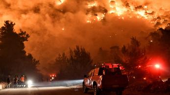 Lángolnak az erdők a Korinthoszi-öbölben, több települést ki kellett üríteni