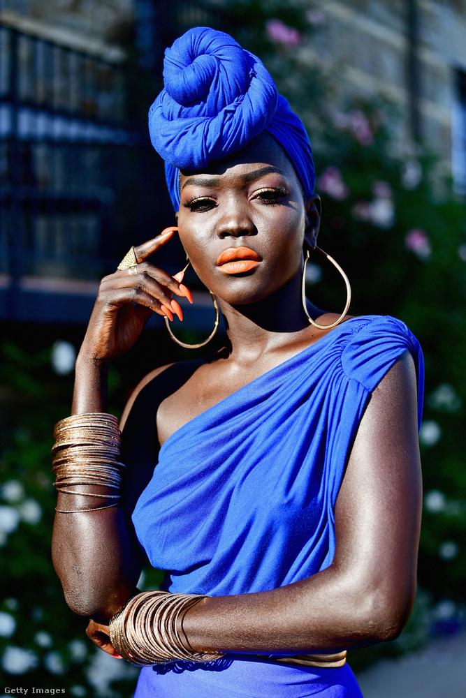 Bemutatjuk a világ legfeketébb bőrű modellét! Nyakim Gatwech-nek konkrétan éjfekete a bőre, és ez az extrém pigmentáltság kiemelkedő sikert hozott a fiatal lánynak