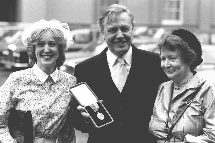 David Attenborough jobbján a feleségével, Jane-nel, balján pedig lányával Susannel.