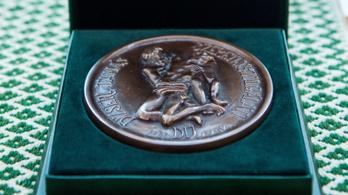 Mikos Borbála, a Bethesda orvosigazgatója kapta a Dizseri Tamás-díjat