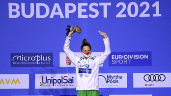 Kapás arany-, Hosszú ezüstérmes női 200 méter pillangón